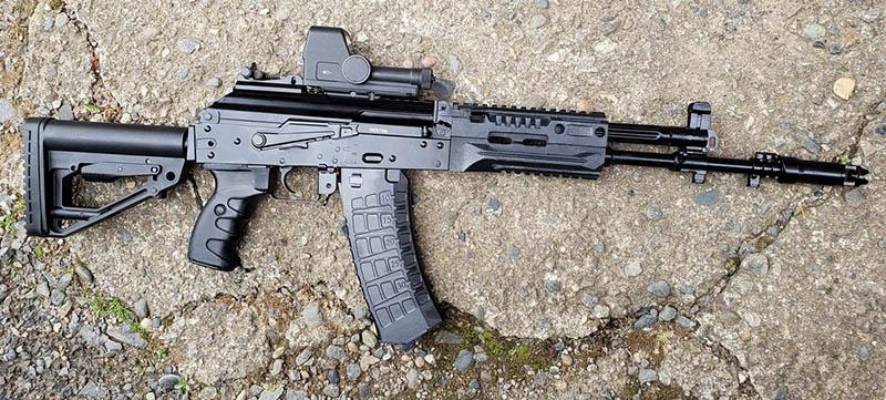 На основе классического АК уже создан новый автомат конструктора Владимира Злобина АК-12.