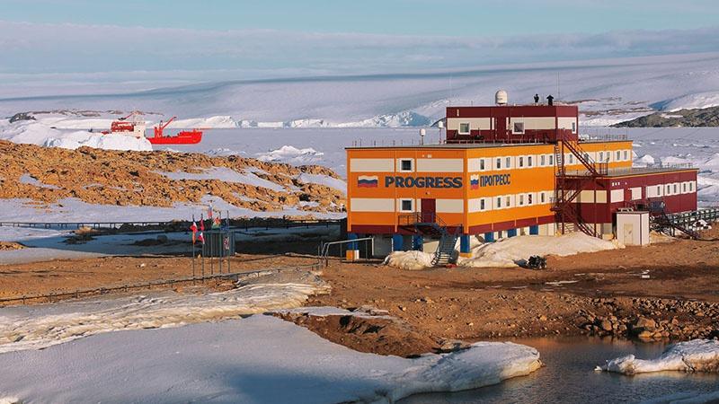 У России на Ледяном континенте пять круглогодичных станций - «Мирный», «Восток», «Новолазаревская», «Прогресс», «Беллинсгаузен».