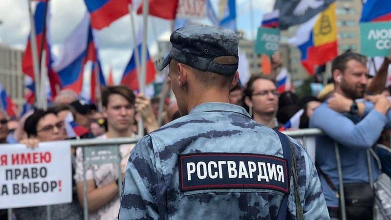 Нужно поблагодарить нашу полицию за её грамотные действия по защите безопасности России и всех нас.
