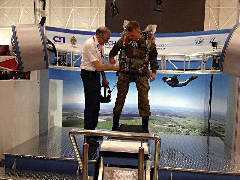 Военнослужащий может безопасно подготовиться к прыжку с парашютом на любую местность.