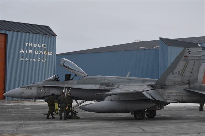 На севере Гренландии расположен ключевой объект США в арктическом регионе - авиабаза Туле.