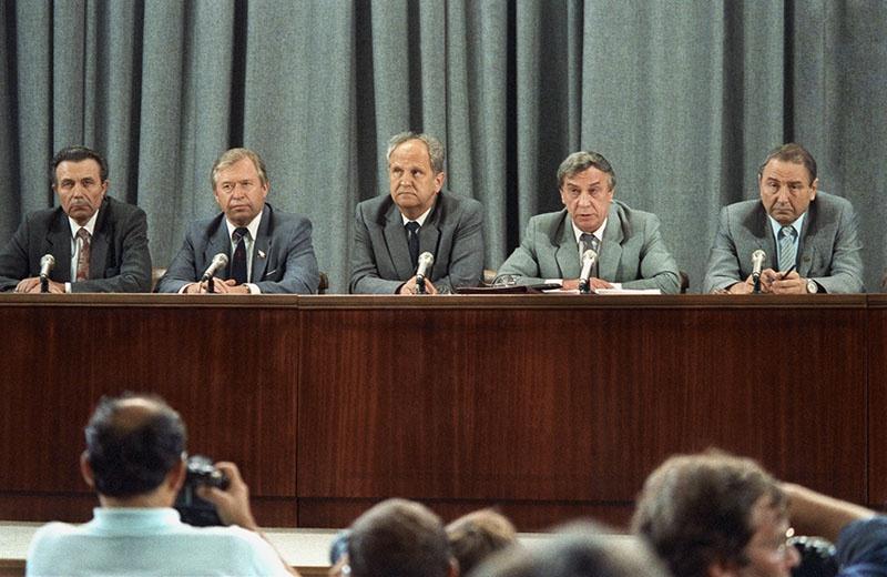 В судьбе ГКЧП, а с ним и СССР, роковую роль сыграли нерешительность, несогласованность неудачливых спасителей государства и отсутствие внятного плана действий.
