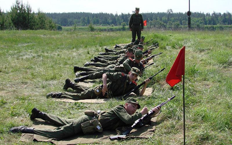 Занятие по огневой подготовке в полевой лагерь училища.