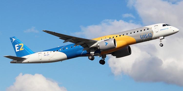 Авиалайнер Embraer E195-E2.