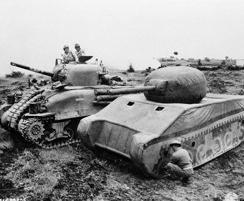 Полноразмерный надувной макет танка «Шерман».