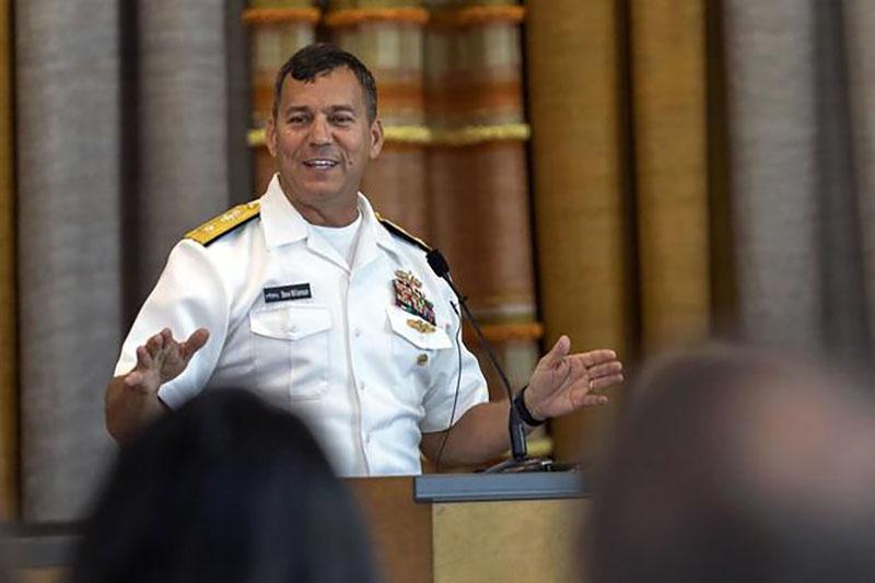 Контр-адмирал Стивен Уильямсон.