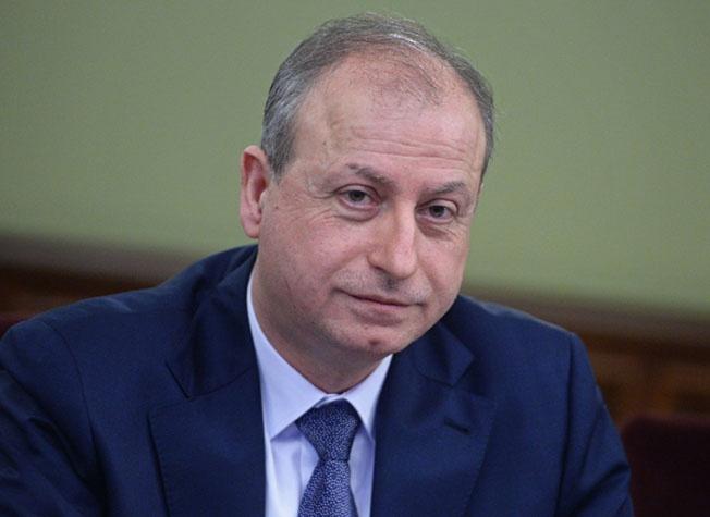 Министр нефти Сирии Али Ганема, оценивает отребности страны примерно в 100-135 баррелей в сутки.
