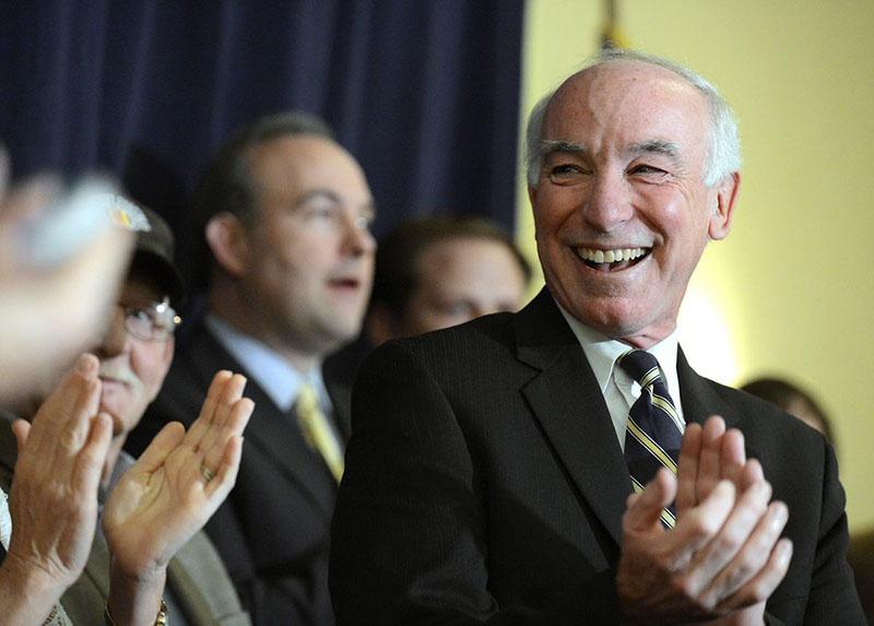 Джо Кортни - весьма влиятельный конгрессмен-демократ от Коннектикута, известный по прозвищу «Джо - две подлодки».