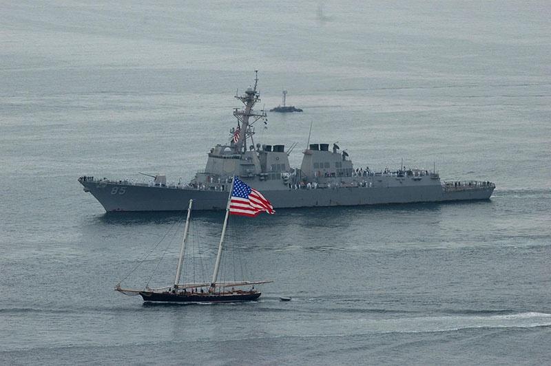 Эсминец ВМС США «МакКэмпбелл».