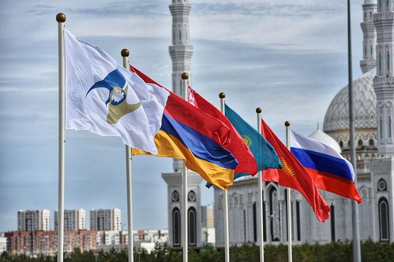 По сути, официальный Нур-Султан тормозит процессы интеграции в ЕАЭС, пытаясь минимизировать обязательства перед партнёрами.