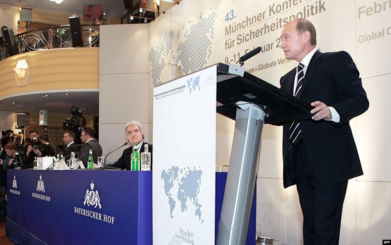 Мысль о том, что в мировой «консерватории нужно что-то поправить», Владимир Путин высказал ещё во время своей Мюнхенской речи в 2007 году.