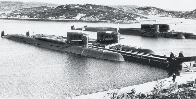 Чаша в мировой холодной войне качнулась в сторону стратегического равновесия только тогда, когда в Мировой океан вышли вооруженные баллистическими ракетами советские подводные «стратеги»,