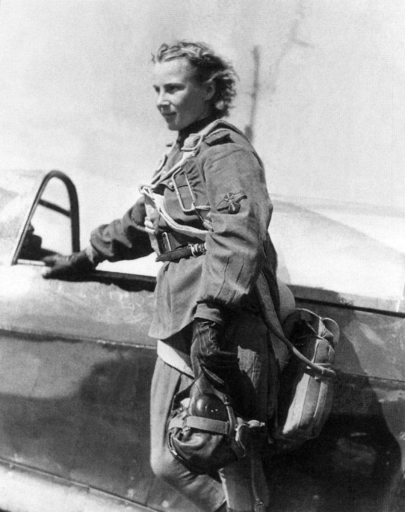 В 15 лет Лиля Литвяк совершила свой первый самостоятельный полёт.