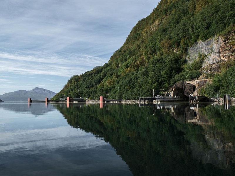 Норвежская база подводных лодок Олавсверн находится в непосредственной близости от выхода из Баренцева моря.