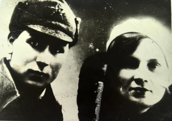 Екатерина Зеленко с сестрой.