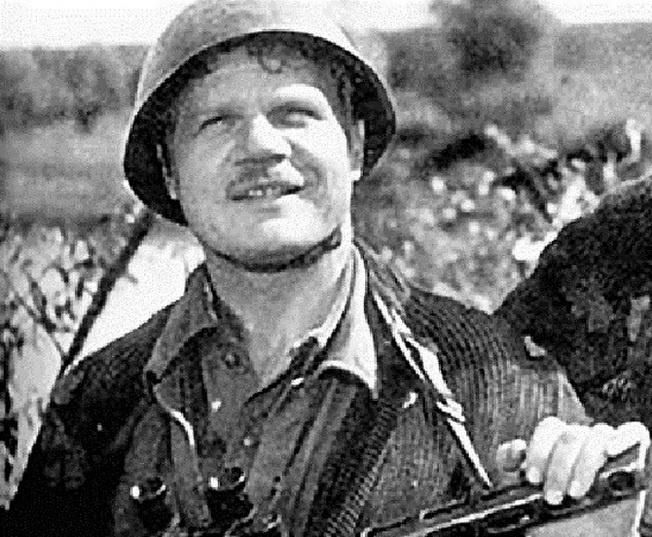 В кино Михаилу Пуговкину довелось вновь пережить дни своей боевой юности.