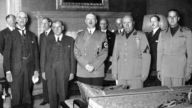 Подписание Мюнхенского соглашения, сентябрь 1938 года поставило под угрозу безопасность всего европейского континента и открыло путь ко Второй мировой.