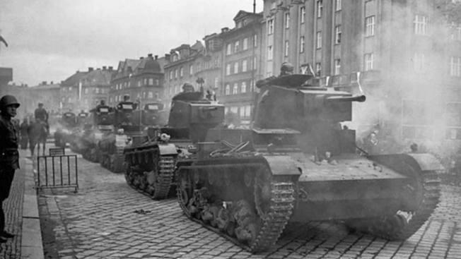 Польские танки входят в чешский город Тешин, октябрь 1938