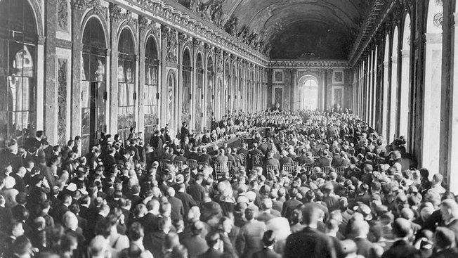 Подписание Версальского мирного договора в 1919 году. Творцы межвоенного мироустройства уже тогда понимали неустойчивость своего детища.
