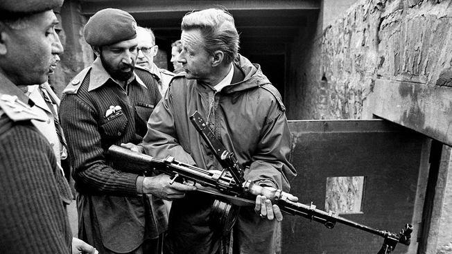 Збигнев Бжезинский в должности советника по нацбезопасности президента США с пулемётом в руках, нацеленным на Советскую армию в Афганистане, стала максимально точным собирательным образом политики США того периода времени.