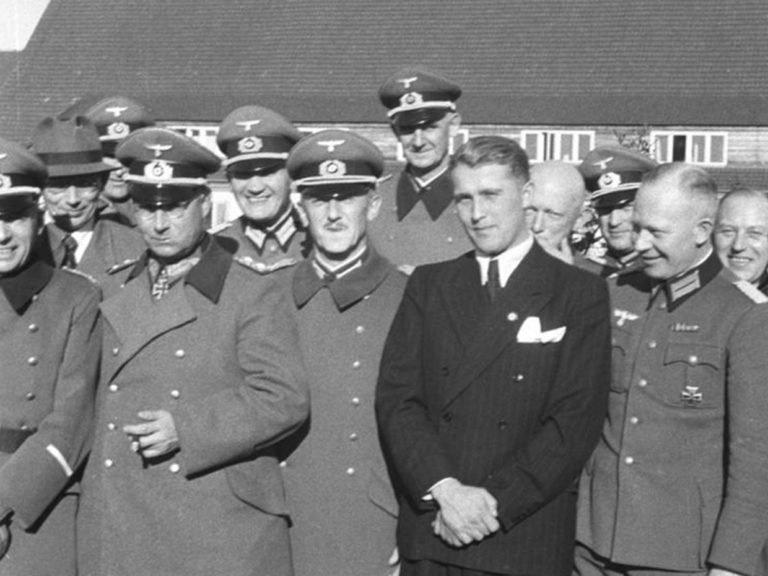Вернер фон Браун с коллегами.