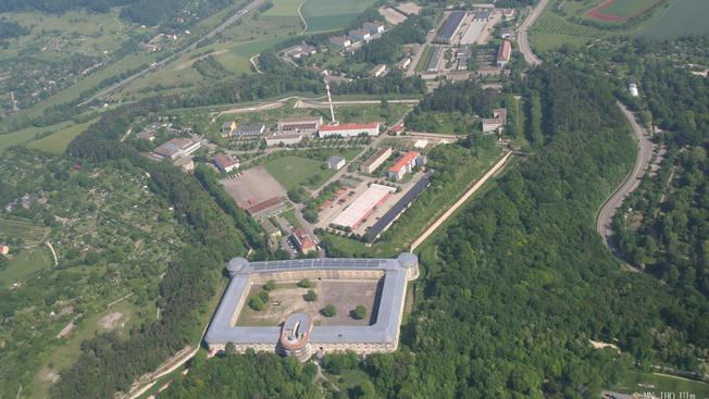Центр в Ульме создан в рамках стратегии наращивания военного потенциала для сдерживания России.
