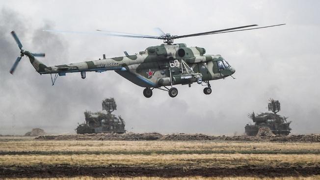 При поддержке с воздуха боевыми вертолётами Ми-24 были отработаны различные вводные по отражению нападения диверсионных групп условного противника.