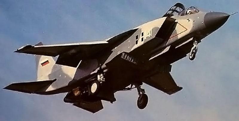 Палубный истребитель Як-141.