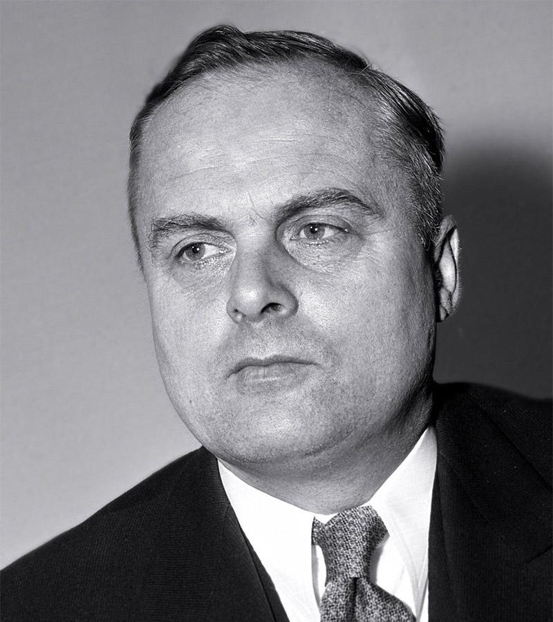 Федеральный министр по делам перемещённых лиц, беженцев и жертв войны в правительстве Аденауэра Теодор Оберлендер.