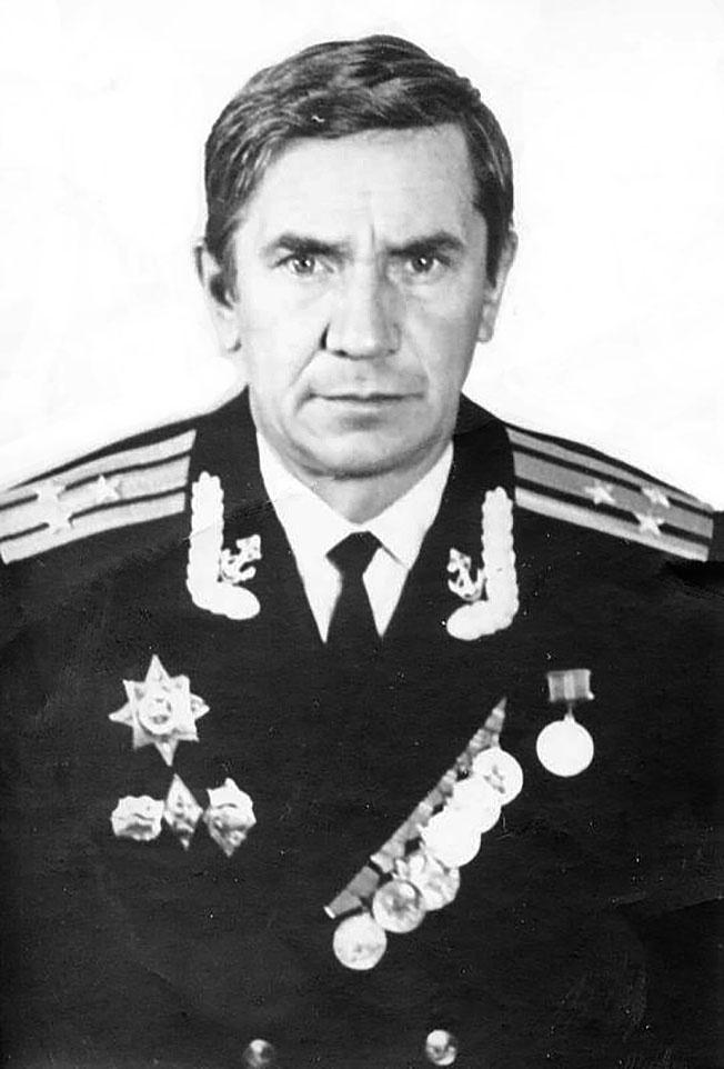 Капитан 1 ранга в отставке Дулебенец Владимир Наумович, экс-командир МЗРК «Усач» .