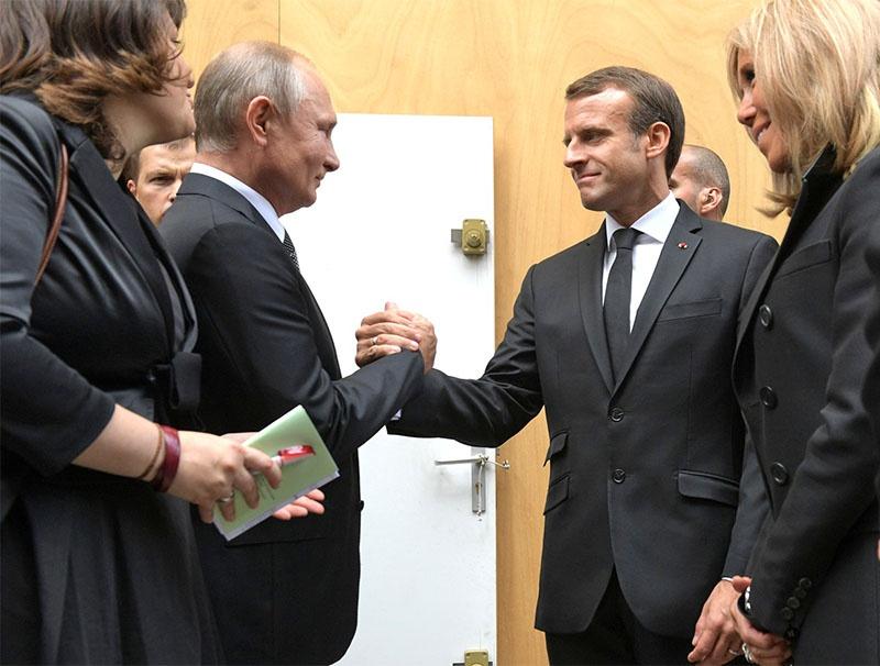 Президент России хочет видеть в Эмманюэле Макроне такого же приверженца французской независимости, коим был и ушедший из жизни Жак Ширак.