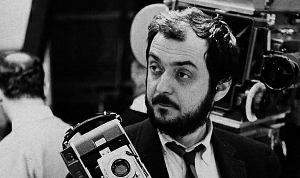 Режиссер Стенли Кубрик в 1999 г. рассказал о том, как ему предложили участвовать в «величайшей фальсификации века» по съёмкам мифической высадки на Луне.