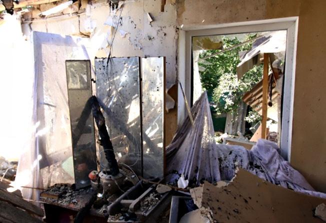Жилой дом в Донецке, пострадавший в результате обстрела украинской армией.