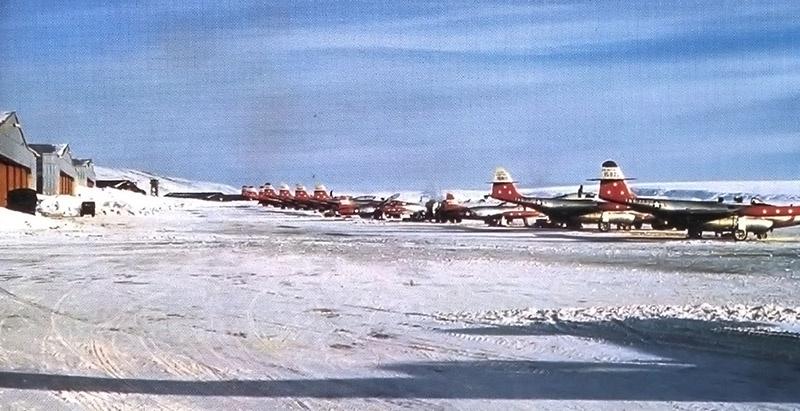 В 1943 году в Гренландии была построена американская военная база Туле.