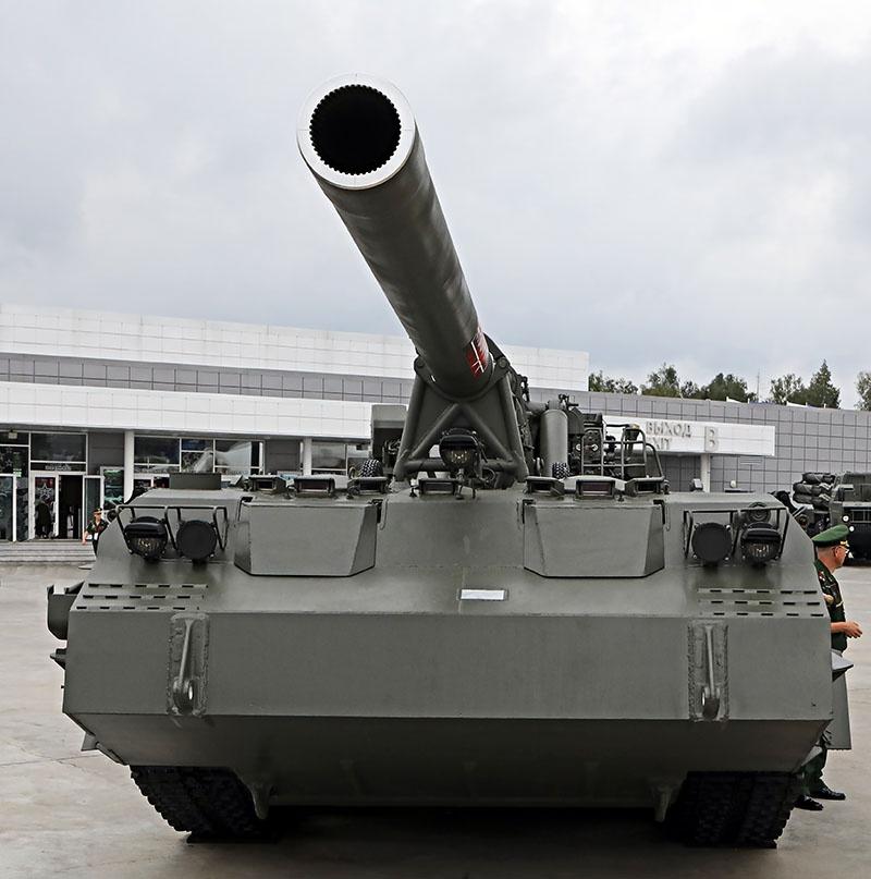 2С7М «Малка» оснащена самой мощной в мире 203-мм пушкой.