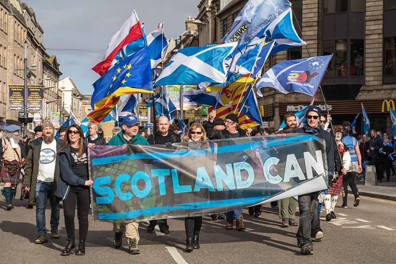 Шотландия протестует против выхода из Евросоюза.
