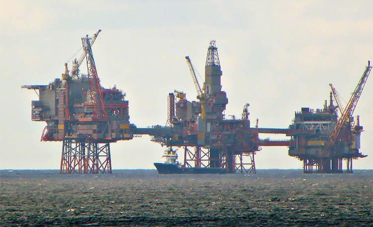 Фактически все британские месторождения газа и нефти в Северном море находятся в Шотландии.