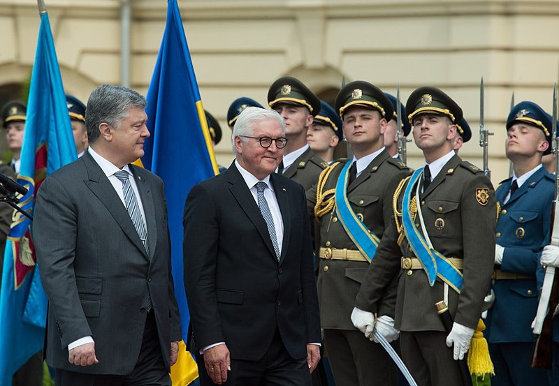 Славный «миротворец» Штайнмайер приветствовал захват власти майданщиками.