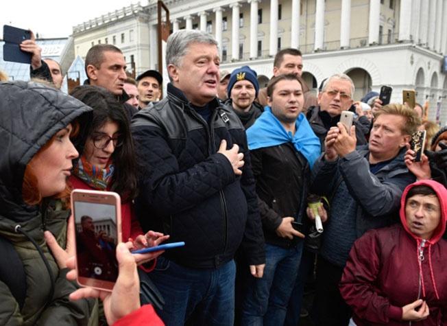 Бывший президент Украины, лидер партии «Европейская солидарность» на митинге сторонников «Нет Капитуляции».