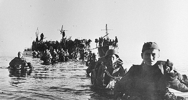 Высадка советского десанта на остров в Моонзундском архипелаге.