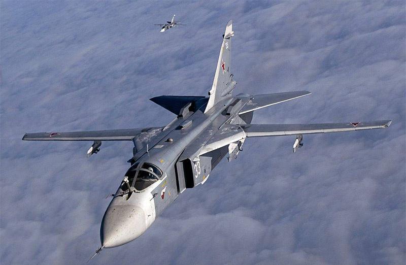 Бомбардировщики Су-24.