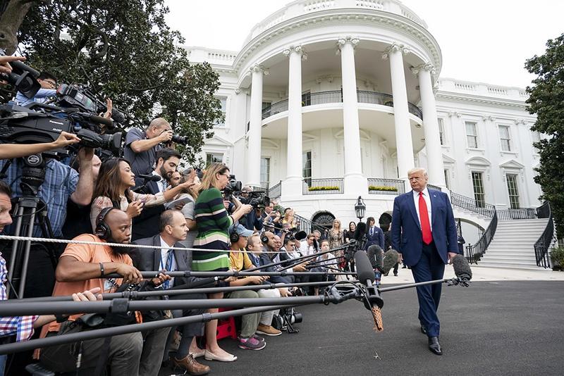 Дональд Трамп» активно использует потенциал контролируемых США глобальных каналов коммуникаций.