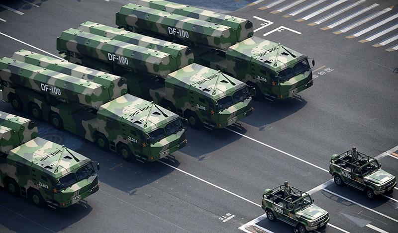 Мобильные пусковые установки с крылатыми ракетами DF-100.