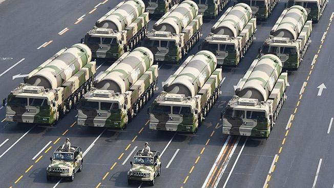 Китай показал на параде образцы целого ряда новых видов вооружений.