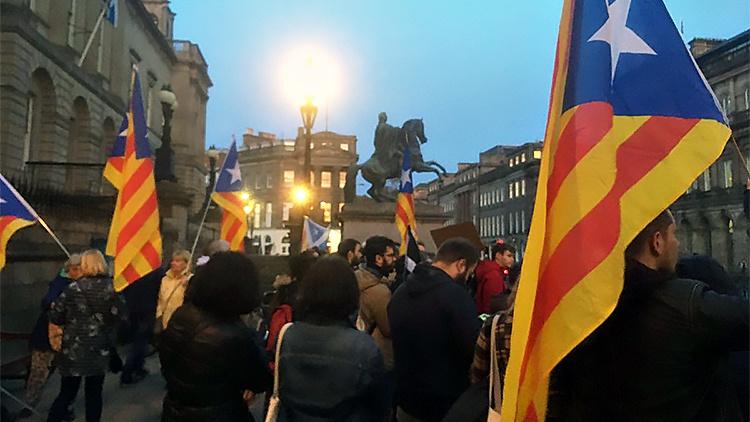 Приговор суда сепаратистам вызвал массовые манифестации в Каталонии.