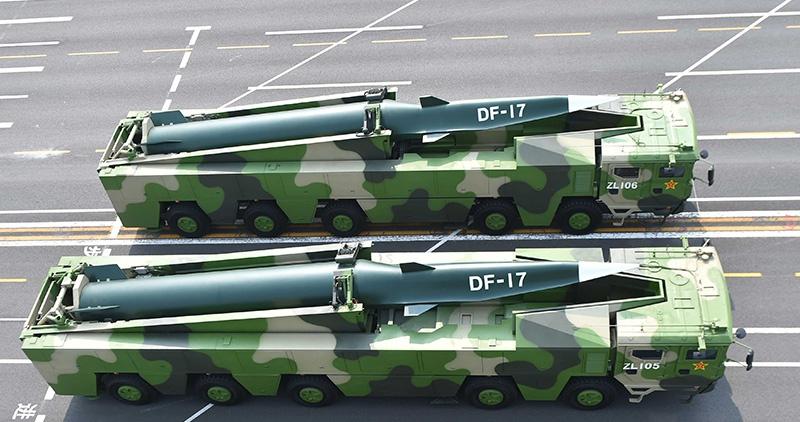 Баллистическая ракета средней дальности DF-17.