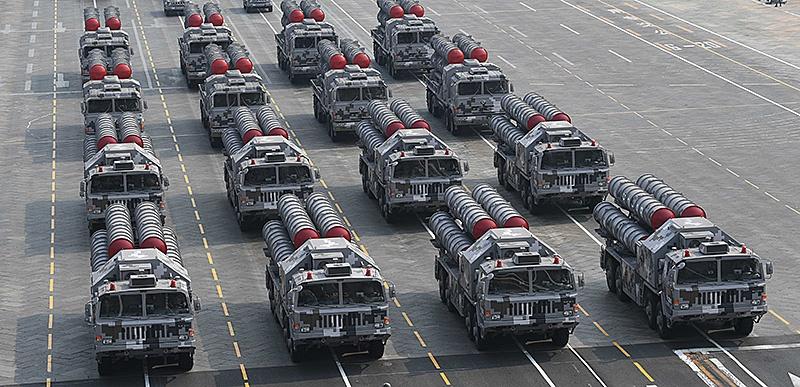 Китайские ЗРК HQ-9.скопированные с российских С-300 на параде в Пекине.