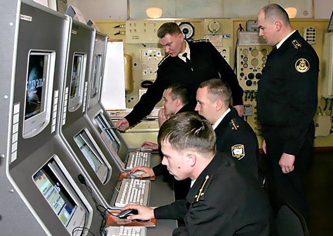 Занятия на кафедре тактики сил ВМФ, кораблевождения, боевого использования средств связи.
