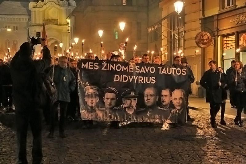 Командир «лесных братьев» Адольфас Раманаускас Ванагас на плакате среди героев литовского народа.
