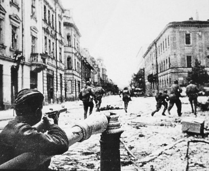 При освобождении Прибалтики погибло более 50 тысяч советских солдат.